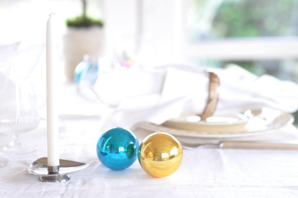 Julekugler på nytaarsbordet