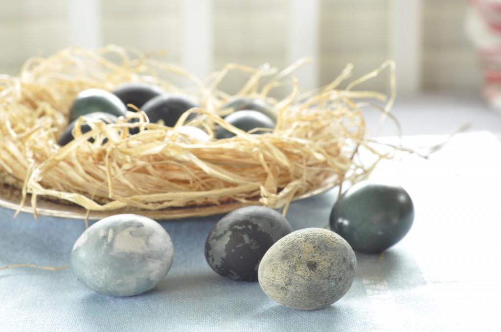 Plantefarvede æg med rødkål