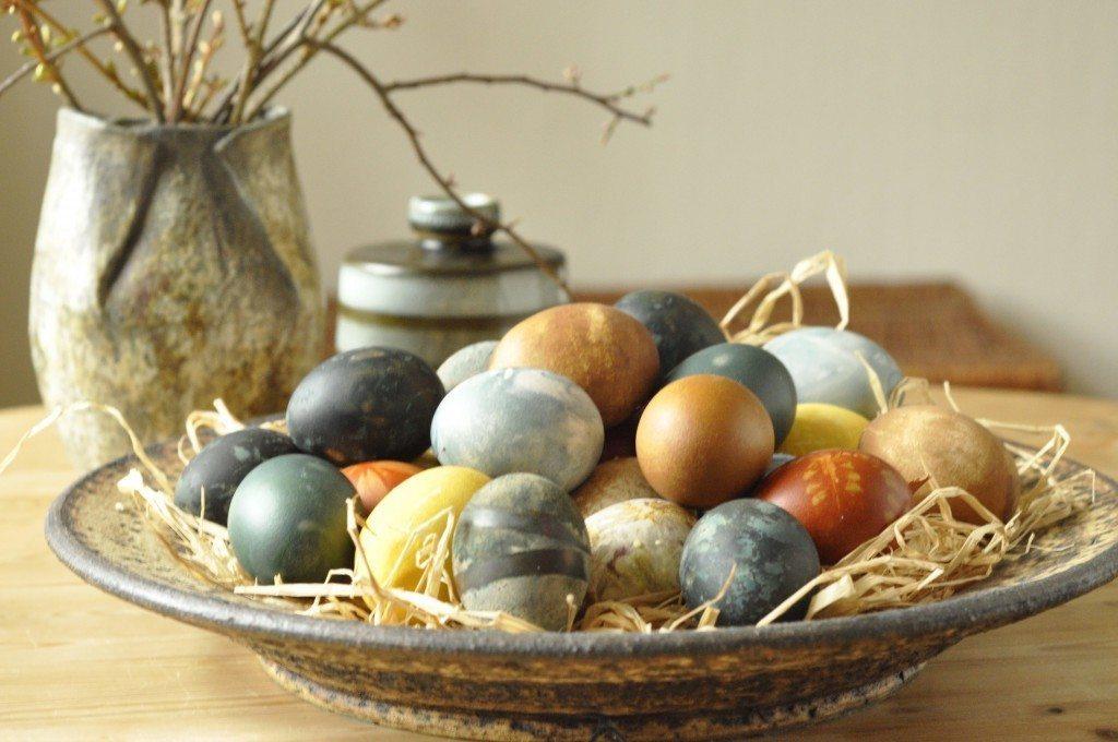 Plantefarvede æg