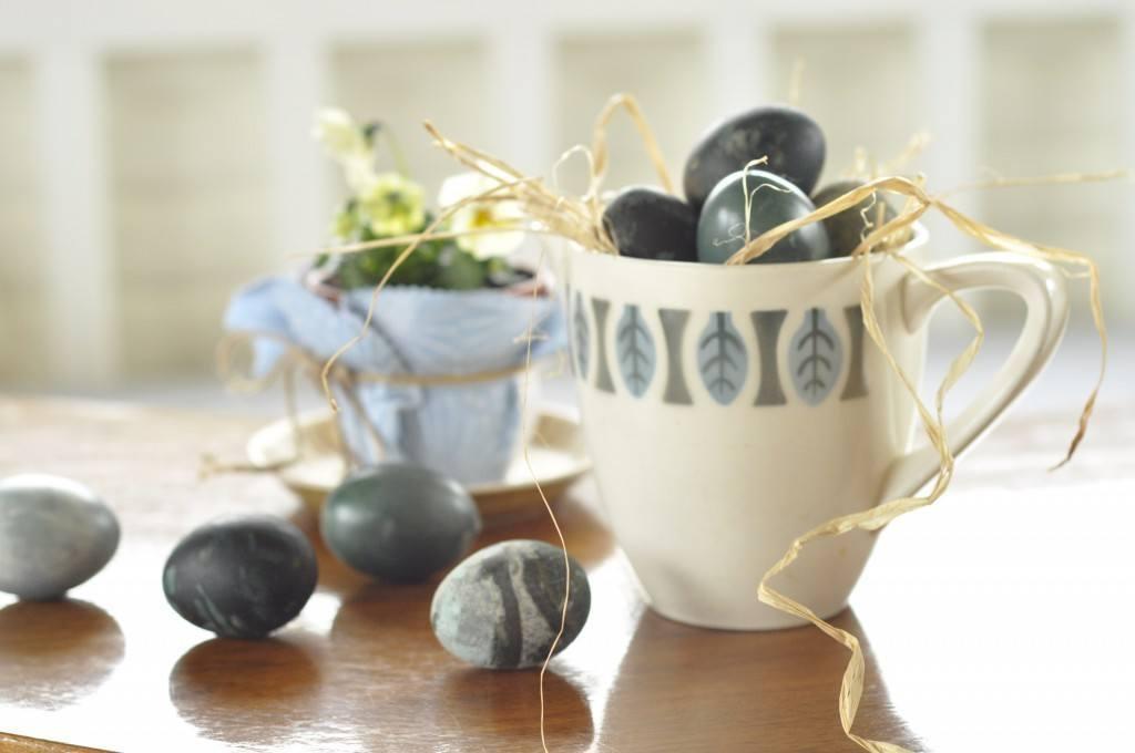 Plantefarvede æg som gave