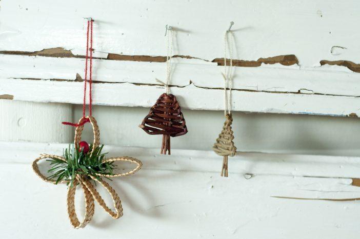 Julepynt - halmstjerne og juletræer af pil