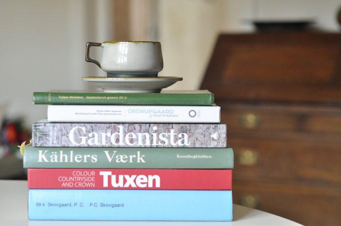 En stak kunst- og havebøger