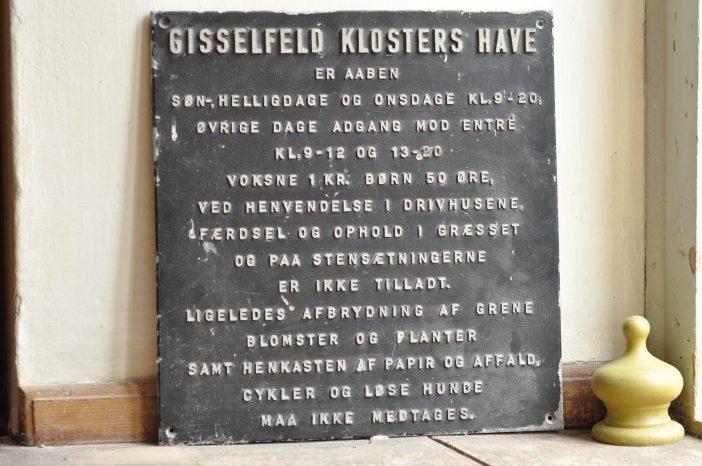 Gisselfeld - gammelt skilt fra haven